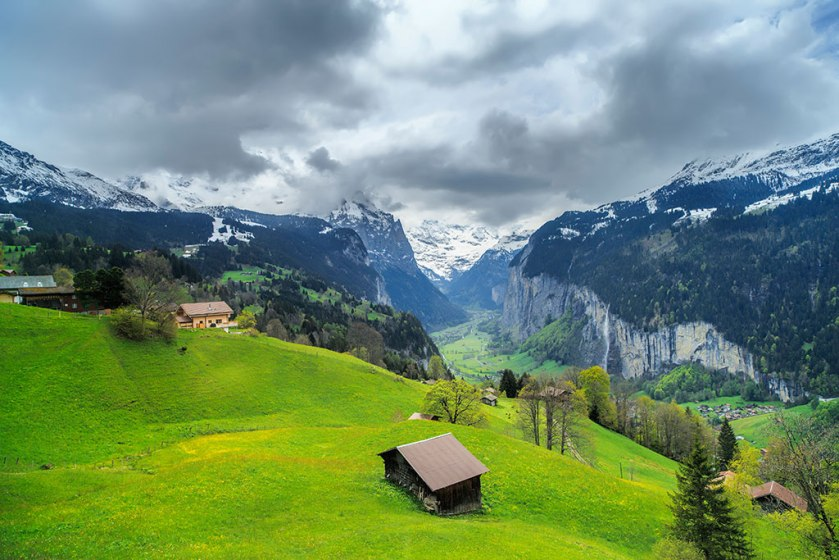 lauterbrunnen-valley-view-from-jungfrau-railway-xl