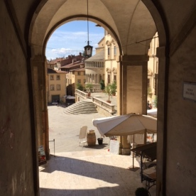Arch towards the Piazza!